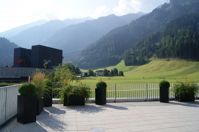 Blick von der Terrasse im Sommer