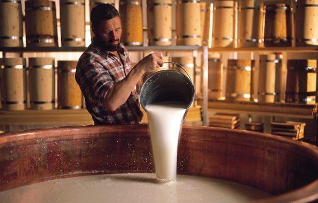 Mann mit Milch